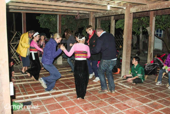 la danse folkorique à mai chau mai hich