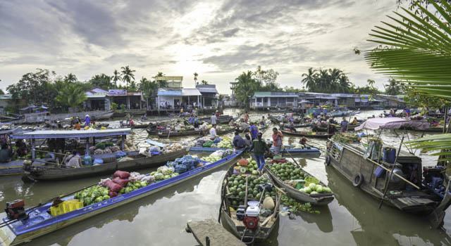 le marché flottant à Cần Thơ dans le delta du Mekong