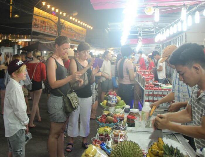 Mercato notturno di Dinh Cau
