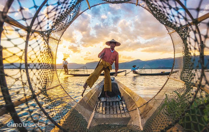 Un pescatore sul lago di Inle Myanmar