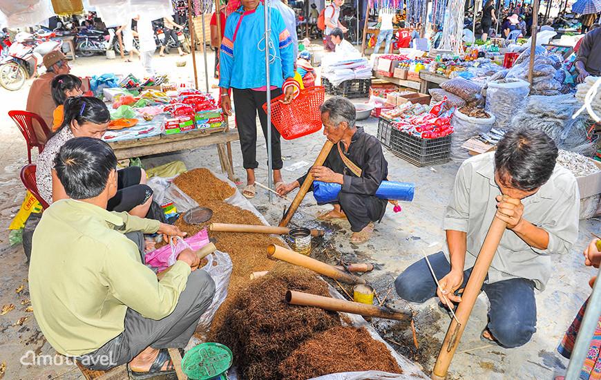 Il mercato di Bac Ha - Reparto di tabacco