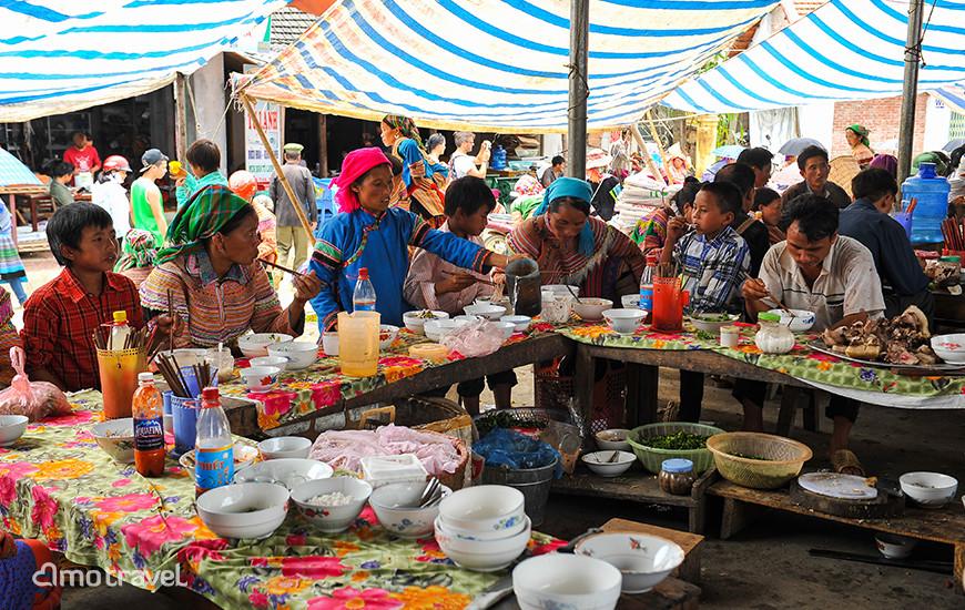 Il mercato di Bac Ha - Reparto di Cibo