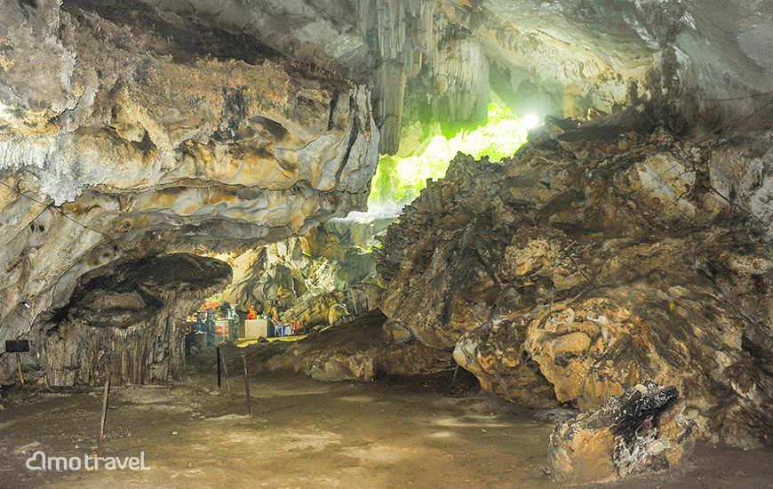 Main entrance of Nha Nhung cave Chien On, Son La